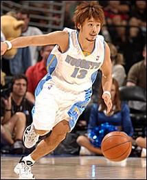 NBAで活躍するには圧倒的に不利な身長であるにも関わらず田臥選手の最大の特徴であるスピードと動きの量で多くの活躍を見せてくれました。